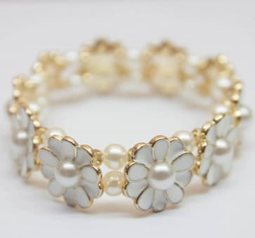 Pearly White Flower Stretchable Bracelet Cuff