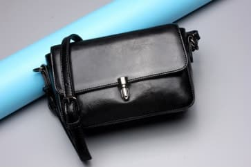 Solid Leather Shoulder Bag ~ Black
